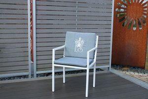 schlicher Gartenstuhl Grand Plaza aus Edelstahl mit Polsterauflage, Witterungsbeständige Materialien