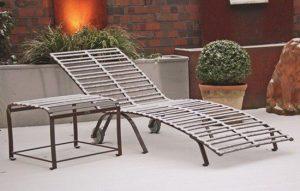 hochwertige Qualität der pulverbeschichteten Edelstahl Gartenliege, Langlebigkeit ganzjährig auch bei Schnee, kein abdecken nötig