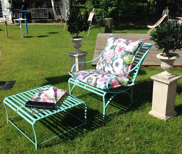 In einem Meisterbetrieb werden die Polster für Ihre La Sedia – Möbel ganz nach Ihren Wünschen gearbeitet - Schöner Sonnentisch aus Edelstahl