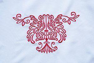 hochwertiger weißer Bezugsstoff mit dem La Sedia - Wappen bestickt