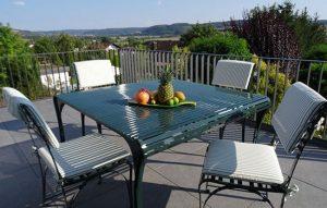 vielfältiges Edelstahl-Gartenmöbelset aus wetterfestem Gartentisch- und Stuhl