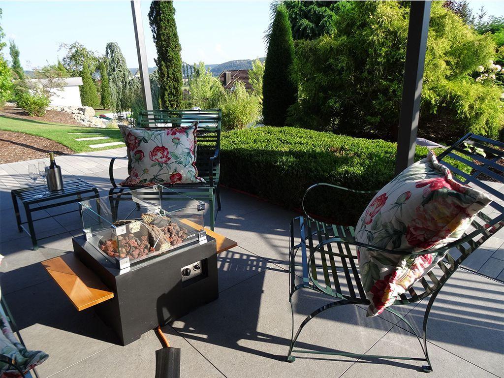 klassisch, zeiltose Gartenbank Nizza mit üppigen Kissen und Beistelltisch