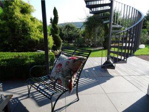 klassisch, zeitlose Gartenbank Nizza mit üppigen Kissen