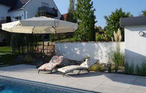 Entspannung auf der hochwertigen Edelstahl Sonnenliege das ganze Jahr über
