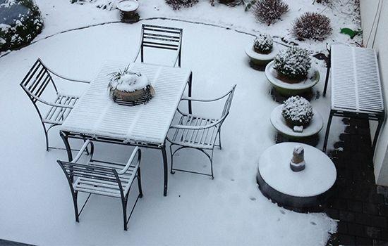 standhafte Edelstahl Gartenmöbel das ganze Jahr über haltbar auch bei Schnee, unverwüstlich