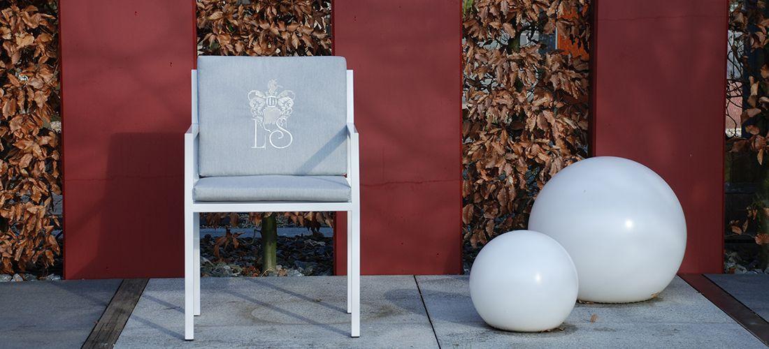 schlicher Gartenstuhl Grand Plaza aus Edelstahl mit Polsterauflage, Sitzkissen aus witterungsbeständige Materialien