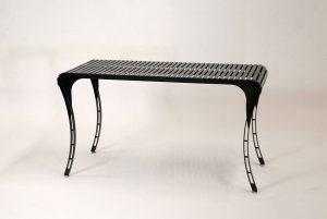 LaSedia Bestelltisch aus Edelstahl, mit höhenverstellbaren Metall-Füßen handgefertigt in Deutschland, pulverbeschichtet im filigranem Design