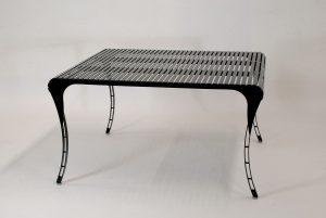 LaSedia Bestelltisch aus Edelstahl, mit höhenverstellbaren Metall-Füßen handgefertigt in Deutschland; filigranem Design