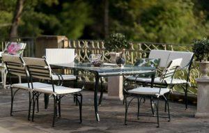 Klassischer elegantes Ensemble mit Gartentisch, Gartenbank und 2 Gartenstühlen aus der zweitlosen Edelstahl Gartenmöbel Kollektion von La Sedia